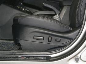 起亚-智跑车厢内饰图片