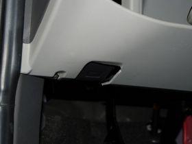 一汽-威志V2车厢内饰图片