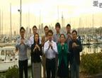 奥克兰各界华人早上5点以天空塔为背景献祝福