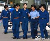 女飞行员方队做好接受检阅准备