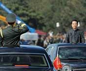 胡锦涛开始检阅受阅部队