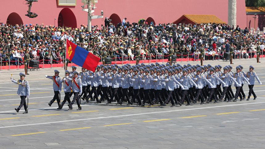 <font style=line-height:2em;color:#555>蒙古国军队方队通过天安门广场。</font>