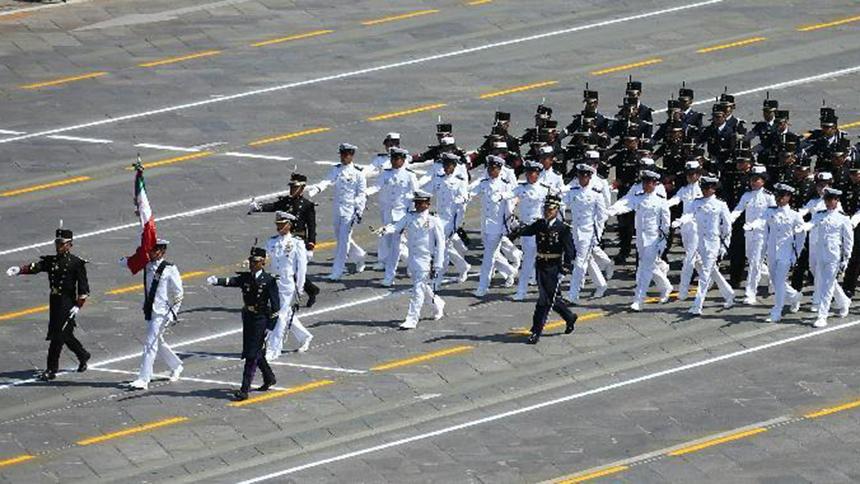 <font style=line-height:2em;color:#555>墨西哥军队方队通过天安门广场。</font>