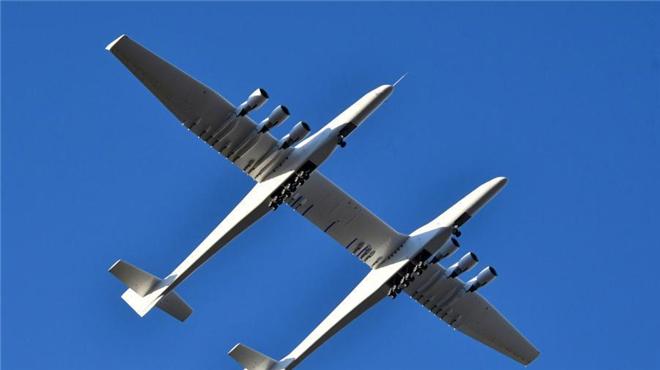 擁有世界最長翼展飛機首飛成功:可載三顆衛星火箭
