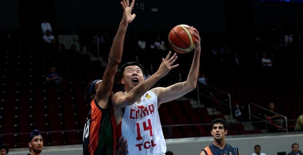 [高清组图]王哲林18+9 男篮狂胜印度复赛连胜