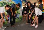 [高清组图]亚青会运动员村趣味比赛享欢乐