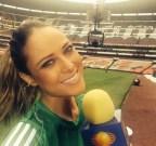[高清组图]墨西哥遭淘汰 美女主播送别祖国球队