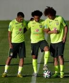 [高清组图]巴西队赛前训练 大批球迷场外围观