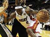 <a href=http://sports.cntv.cn/2013/06/07/VIDE1370577961410812.shtml target=_blank><font color=#a9e2f3>[NBA]总决赛6月7日:马刺VS热火 詹姆斯集锦</font></a>