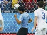 [世界杯]卡瓦尼精妙挑传 苏亚雷斯头球顶进远角