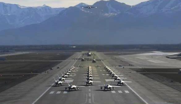 《今日关注》 20200915 美五代机部署北极 全空域抵近施压 美俄角力升级?