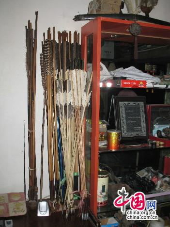 杨福喜收藏和制作的传统弓