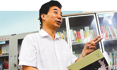 在他的带领下,12个村组的1141户盈田村人,创业蔚然成风,1100多家各类企业贡献总产值6.05亿元。