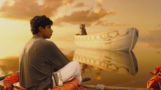 《少年派的奇幻漂流》画面唯美静谧。