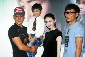 在《新妈妈再爱我一次》中,陆毅、景甜和迷你彬饰演一家三口。记者 朱元斌 摄