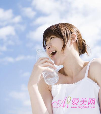 饮水不足易致结石 4个不良习惯危害健康