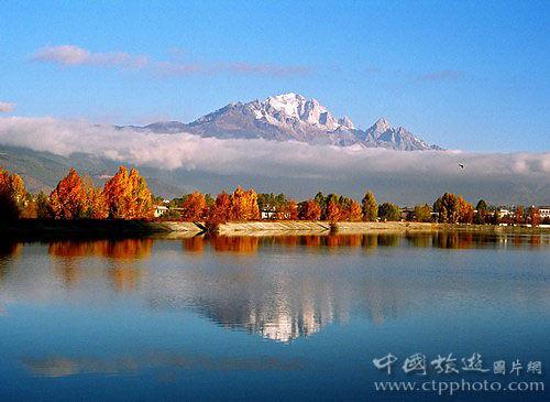 玉龙雪山是北半球离赤道最近的雪山(唐新华摄)