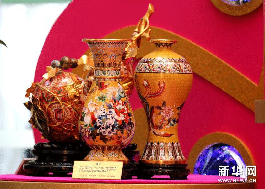 这是1月22日拍摄的中国工艺美术大师、国家非物质文化遗产传承人张同禄的景泰蓝代表作《禧悦》。