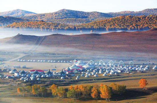 蒙古包聚成了村落。