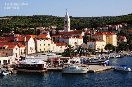 布拉齐岛首府中世纪小镇Supetar