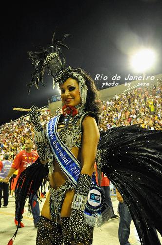 狂欢节领舞的桑巴女王