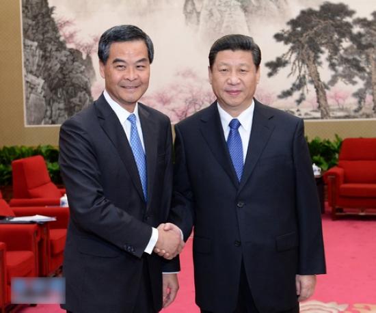 3月18日,中国国家主席习近平在北京中南海会见来京列席第十二届全国人民代表大会第一次会议闭幕式的香港特别行政区行政长官梁振英。