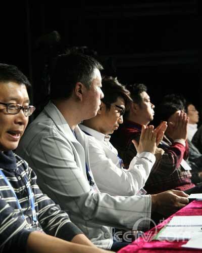 沙宝亮担当评委为选手送去掌声与鼓励