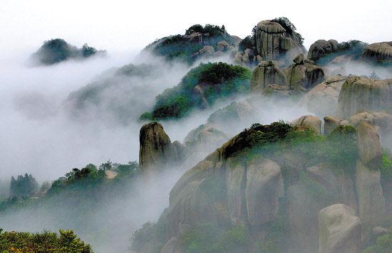 宁德(度假)    太姥山雾气缭绕、山峦叠翠是宁德世界地质公园一部分 来建强摄