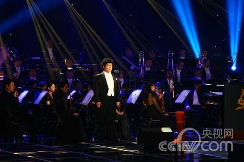 美声选手郑斌演唱《多么快乐的一天》
