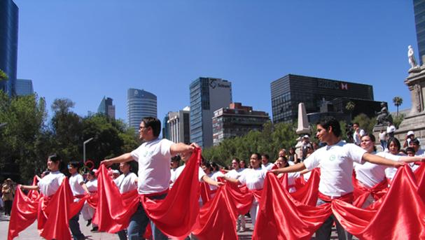 墨西哥一家孔子学院的学生表演舞蹈节目