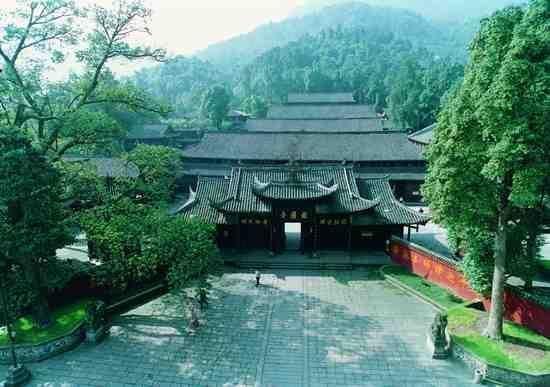 报国寺(�z影 吴健)