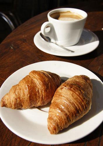 花生咖啡馆:隐秘在闹市中的温暖