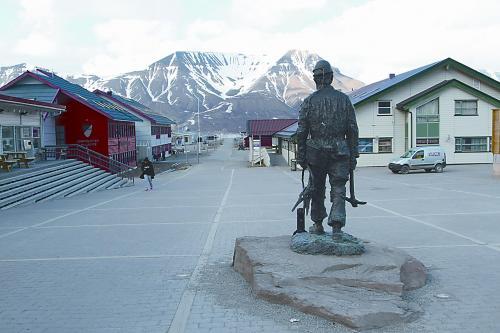 图片说明:市中心广场的矿工雕塑。