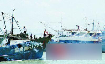 昨日中午12时,东山岛1212艘渔船结束休渔,起锚出海.