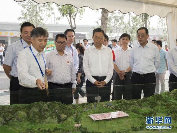 9月14日,中共中央政治局委员、中央组织部部长赵乐际在北京园博园,同首都群众一起参加全国科普日北京主场活动。新华社记者 李学仁摄