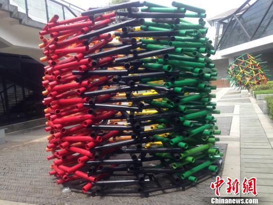 首届杭州国际纤维艺术三年展展出作品。祝晓艳 摄
