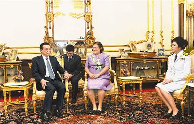 总理李克强在泰国王宫会见泰国国王普密蓬的代表诗琳通公主,泰国