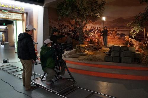 摄制组在沂蒙六姐妹纪念馆拍摄