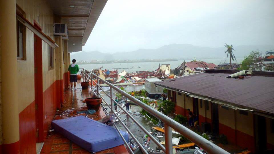 """台风""""海燕""""给菲律宾造成严重破坏。"""