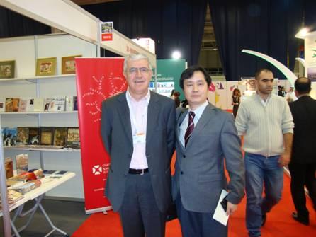 《中国红——中华民族伟大复兴的中国梦》英文版亮相伊斯坦布尔书展
