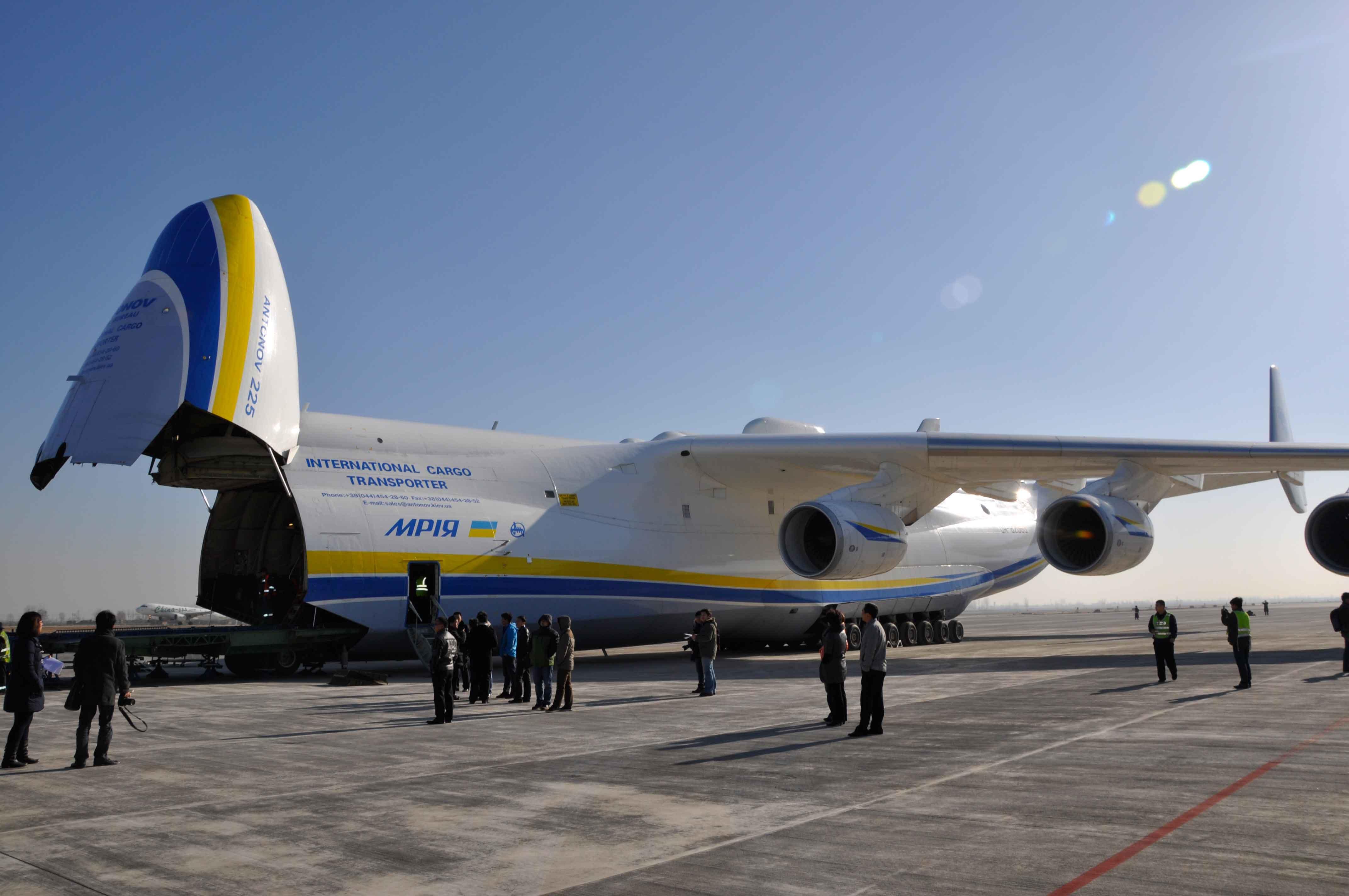 全球最大飞机空运中国城铁