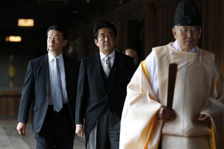 2013年12月26日,日本首相安倍晋三参拜供奉有二战甲级战犯的靖国神社。