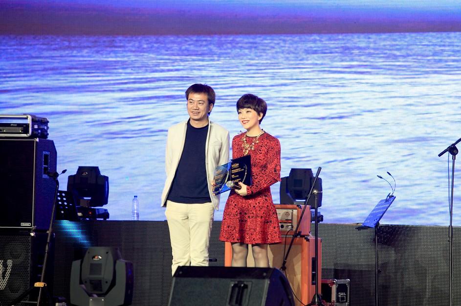 ...歌手:(港台)孙耀威(内地)金志文(海外)阿杜   我最喜爱的女歌...