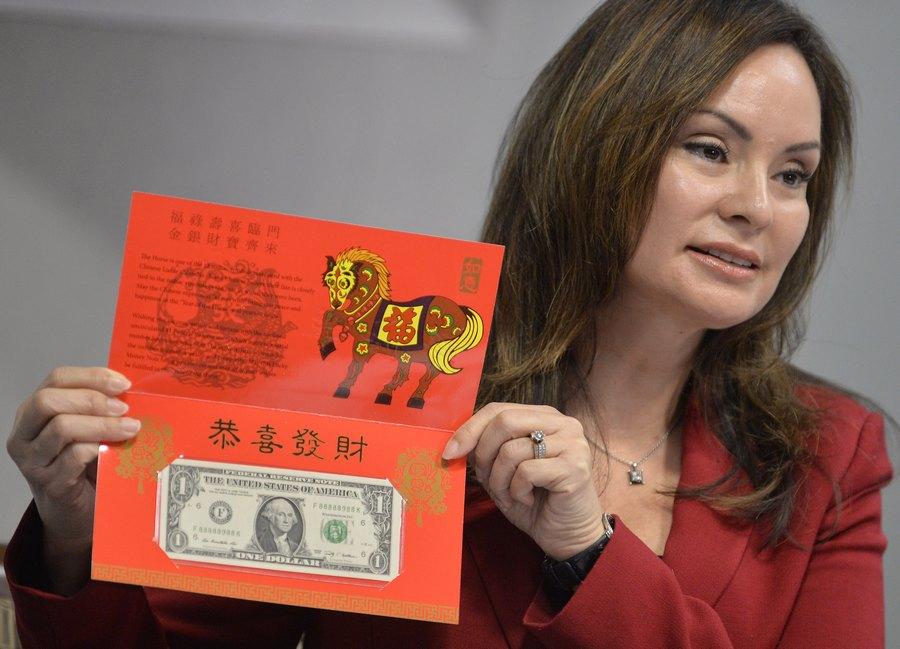 """الولايات المتحدة تصدر طبعة محدودة من """"مال الحظ"""" لعام الحصان القمري الصيني"""