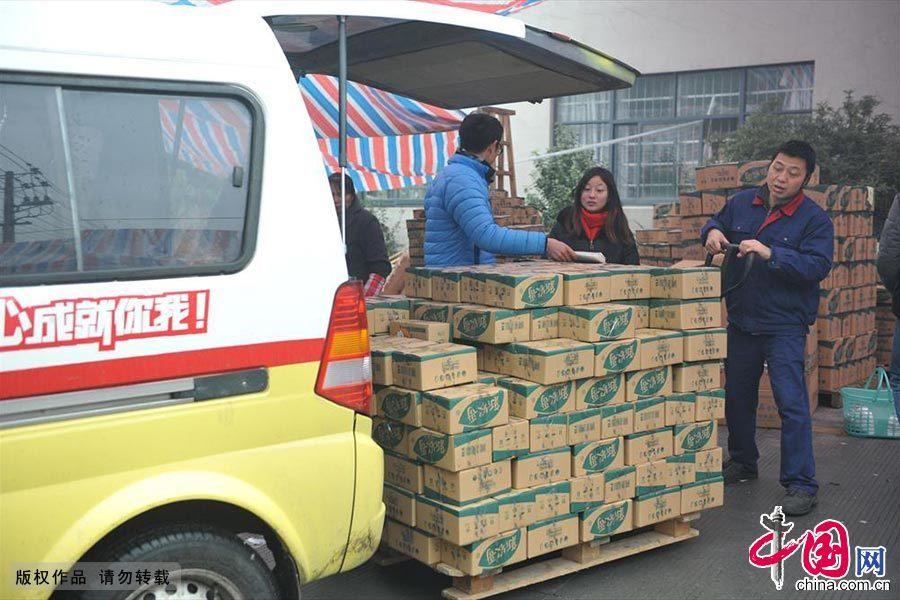 بريد سريع صيني يشهد موسم ذروة عمله قبل عيد الربيع
