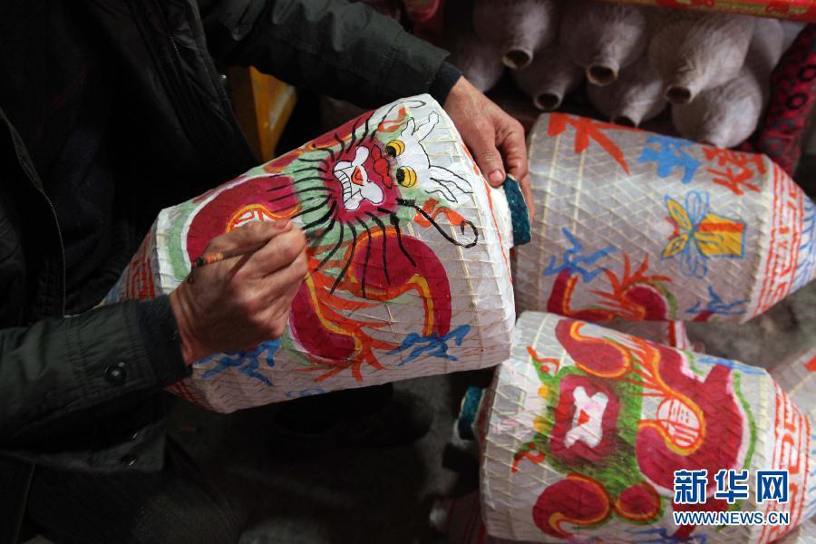 فوانيس تقليدية تستقبل عام الحصان بشرق الصين