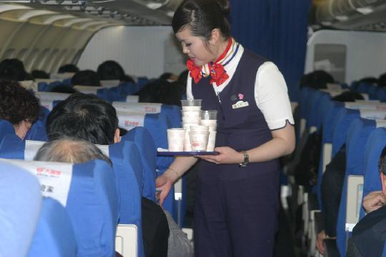 空姐的工作十分辛苦。