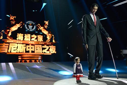 世界上最高的人Sultan Kosen和最矮的人Jyoti Amge-五奇人