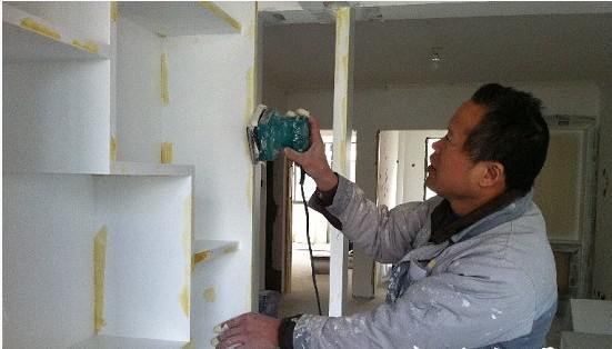 """装修工在建筑行业算得上是""""高薪""""职业之一。"""