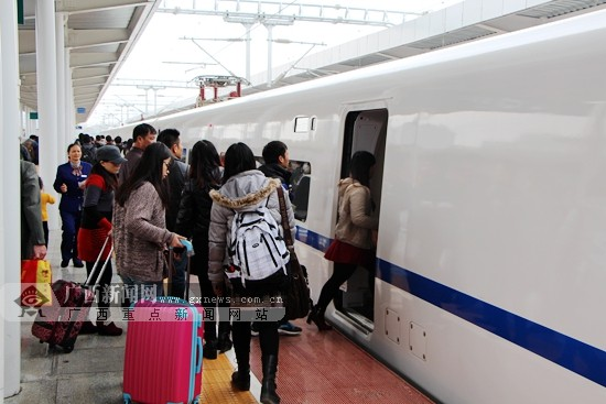 广西高铁助力春运:旅客朝享北海浪夕赏桂林景(图)